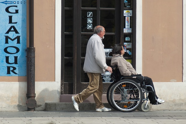 wheelchair-908343_640
